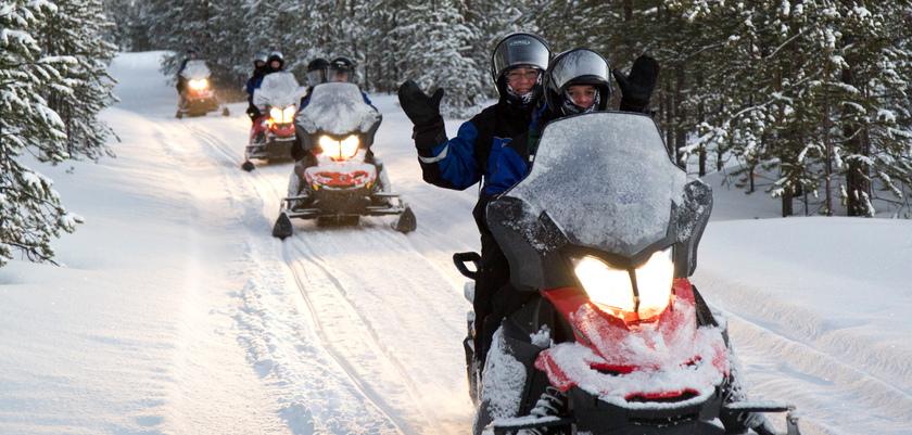finland_lapland_saariselka_snow-mobiling.jpg